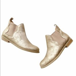 NWOT REPORT GOLD ANKLE BOOTS